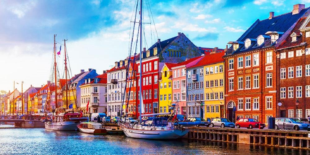 آیا برای انجام کارهای مهاجرت به دانمارک نیاز به وکیل دارد؟